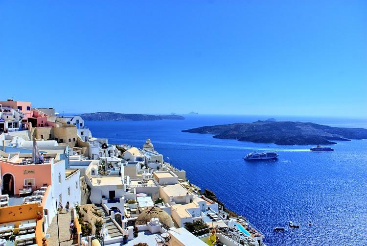 Santorini ad agosto: 7 giorni a 372€ Volo+Soggiorno » Viaggiafree
